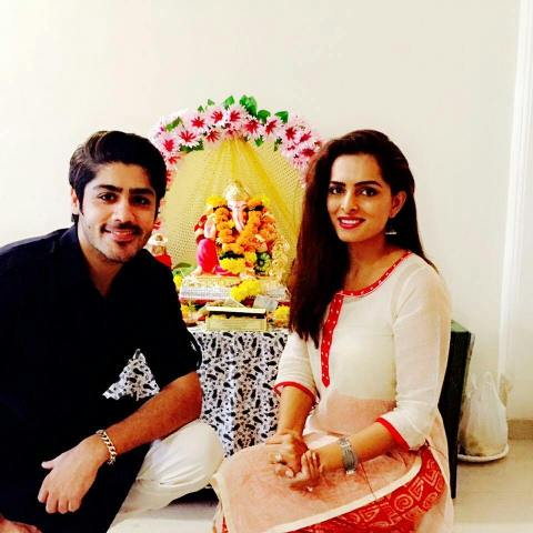 Ruhi Chaturvedi with Lord Ganesha's idol