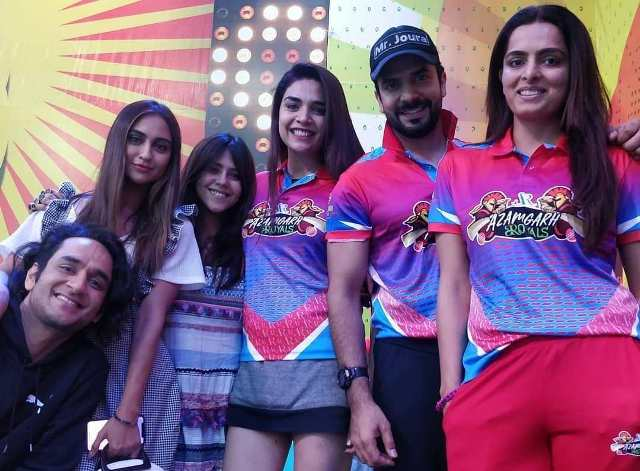 Ruhi Chaturvedi with her BCL4 team mates