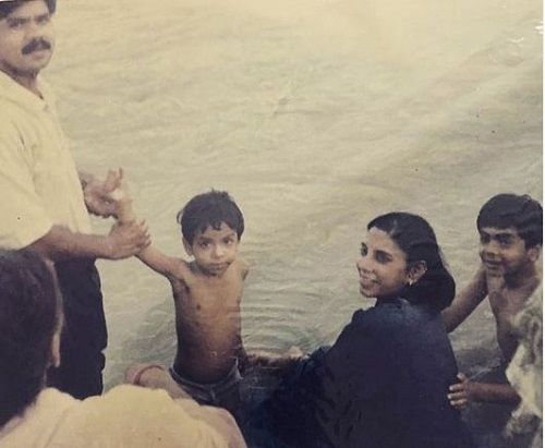 Adarsh Gourav's Childhood Picture (holding his father's hand) with his Family