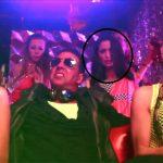Lucinda Nicholas dancing behind Akshay Kumar in Boss