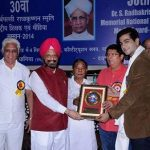 Sahel Phull receiving award for performance in Uttaran
