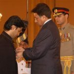 Shehzad Roy being honoured with the Sitara-e-Eisar by the President of Pakistan in 2006