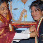 Ex- President Pratibha Patil presenting Rajiv Gandhi Khel Ratna award to Mary Kom