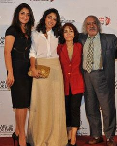 Golshifteh Farahani with father mother and sister