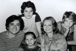 Jennifer Kendal With Her Husband Shashi Kapoor And Children