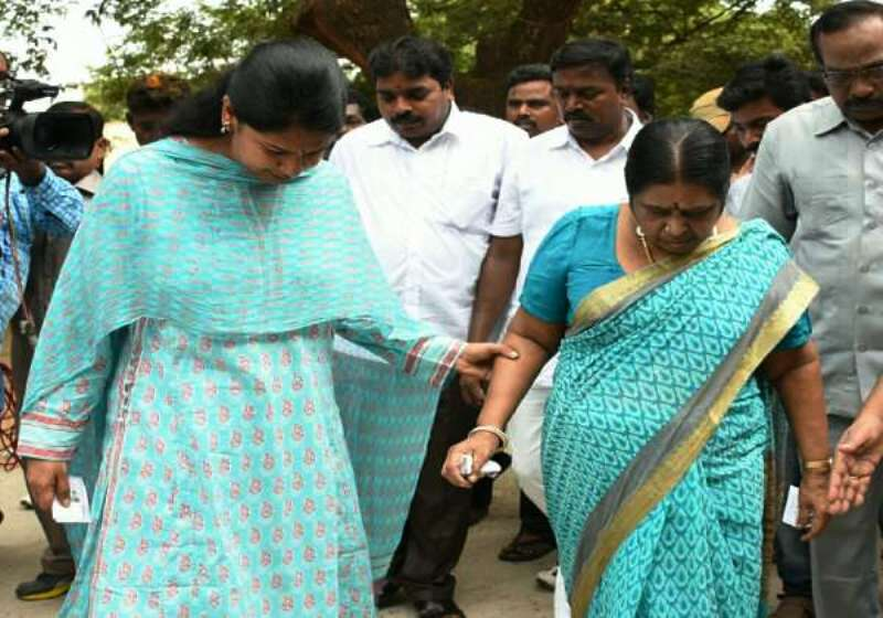 Kanimozhi With Her Mother