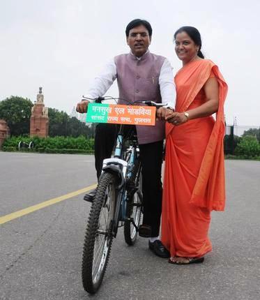 Mansukh Mandaviya with his wife