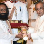 Sri Sri Ravi Shankar Receiving The Padma Vibhushan Award From Indian President Pranab Mukherjee
