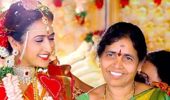 Lasya Manjunath and Her Mother