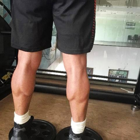 MS Dhoni Workout Leg Calf Muscle