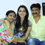 Jheel Mehta with her parents