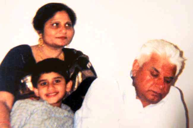 Rohit Shekhar Tiwari childhood photo with Ujjwala Sharma and ND Tiwari and her son Rohit in 1980s