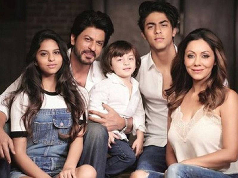 Shah Rukh Khan With His Children And Wife