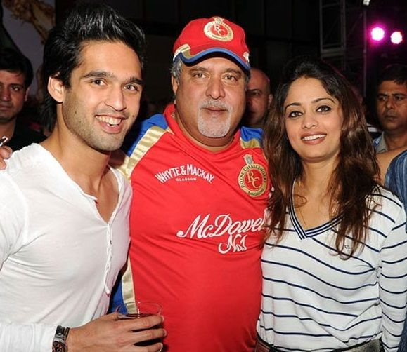 Vijay Mallya with Pinky Lalwani and Siddharth Mallya