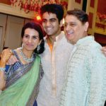 Deepak Kochhar With His Son Arjun (Center) and Wife Chanda Kochhar