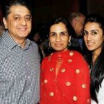 Deepak Kochhar With His Daughter Aarti (Extreme Right) and Wife Chanda Kochhar