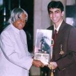 Pankaj Advani Receiving The Khel Ratna Award From Former Indian President A. P. J. Abdul Kalam