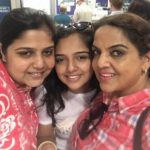 Ahsaas Channa withe her mother and sister