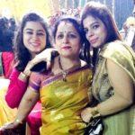 Tania Khanna with her mother Mamta Khanna and sister Nidhi Khanna