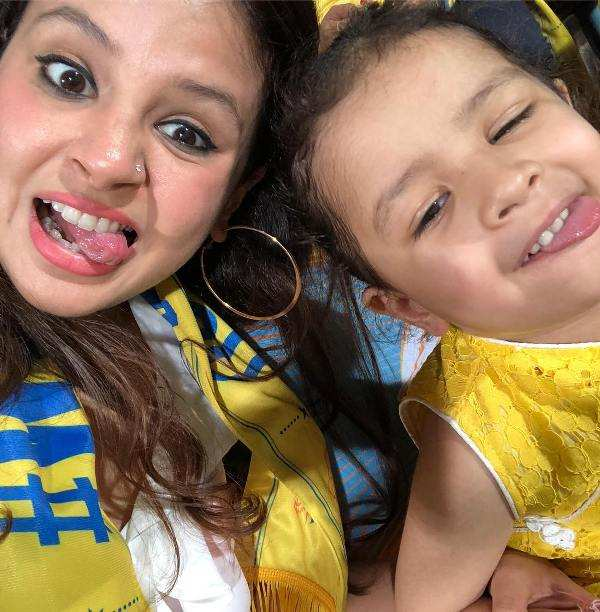 Ziva Dhoni Doing Masti In Stadium With Her Mother