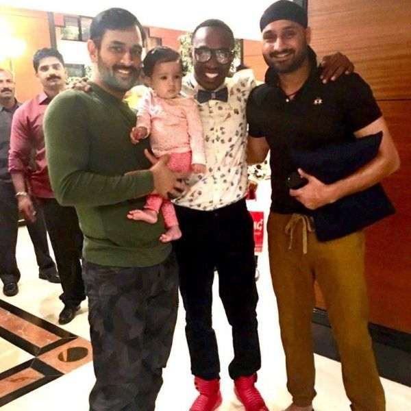 Ziva Dhoni With His Father And His Co-Mates