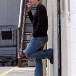 Dakota Fanning smoking