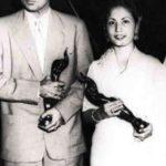 Meena Kumari With The Filmfare Award