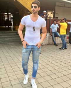 Abhimanyu Chaudhary promoting JDS Blue Sunglasses