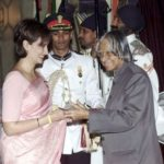 Shobhana Bhartia Receiving Padma Shri From Former President of India, Late APJ Abdul Kalam