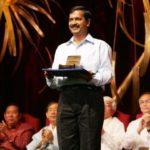 Arvind Kejriwal holds the Ramon Magsaysay Award