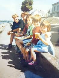 Chris Martin with his siblings