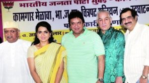 Dalip Tahil with other BJP members