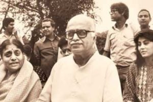 Kamla Advani With Her Husband, L.K. Advani during his campaigns for election