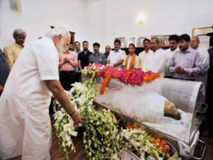Prime Minister Narendra Modi paying his last tribute to Kamla Advani