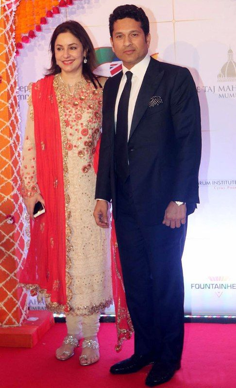 Sachin Tendulkar With His Wife Anjali