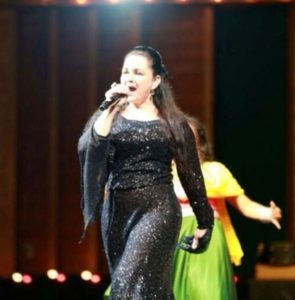 Alisha Chinai while Performing