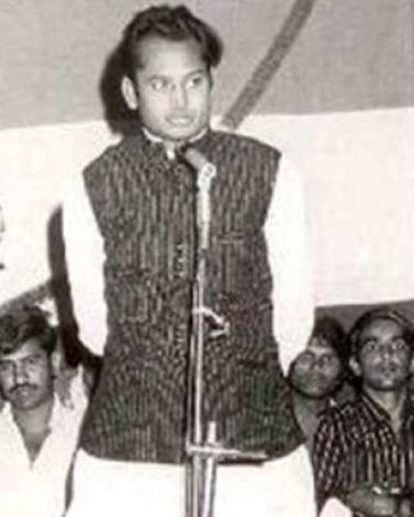 Ashok Gehlot Delivering A Speech In His Youth