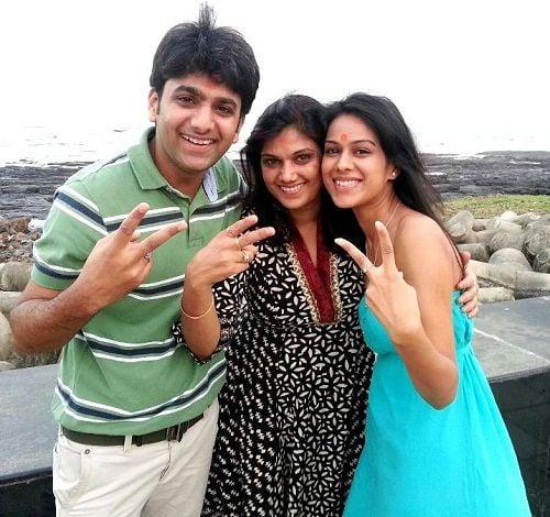 nia-sharma-with-family
