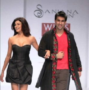 Rajeev Sen With Sushmita Sen Walking on Ramp