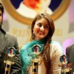 Suniel Shetty received award with Kareena Kapoor and Sachin Tendulkar