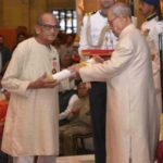 Ram V Sutar receiving Padma Bhushan in 2016