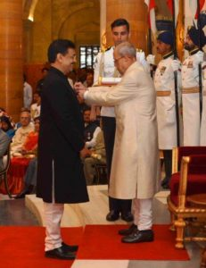 Ujjwal Nikam receiving Padma Shri from Pranab Mukherjee