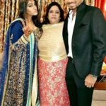 Jasprit Bumrah with his mother and sister