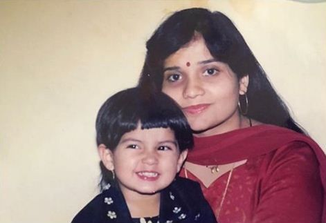 Kashmira Pardeshi's childhood photo with her mother