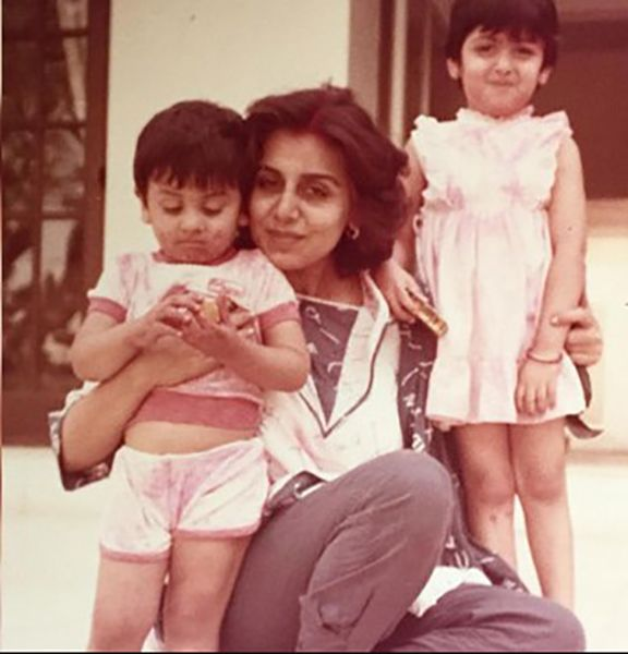 Riddhima Kapoor Sahni As a Child with Ranbir Kapoor and her Mother