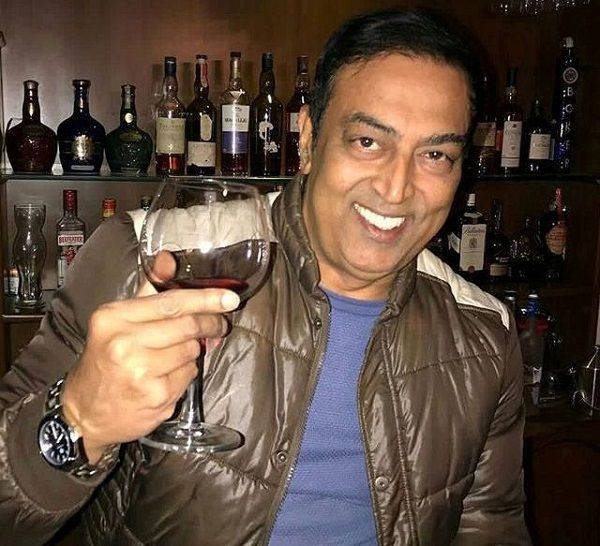 Vindu Dara Singh drinks alcohol