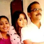 Pranali Ghoghare with her parents