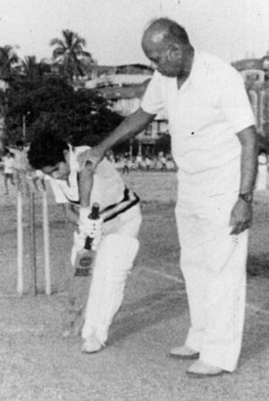 Ramakant Achrekar Giving Batting Tips To Sachin Tendulkar
