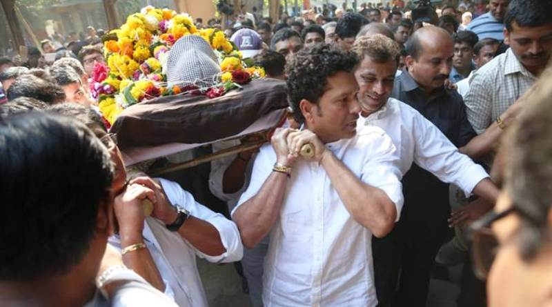 Sachin Tendulkar Paying His Last Tributes To Ramakant Achrekar