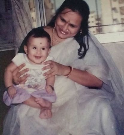 Yashaswini Dayama with her mother- Childhood Picture